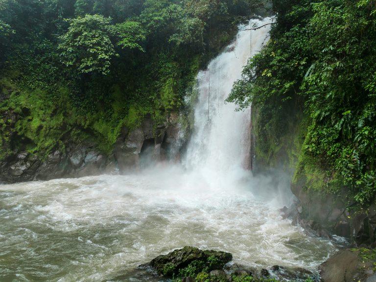 rio celeste kostaryka