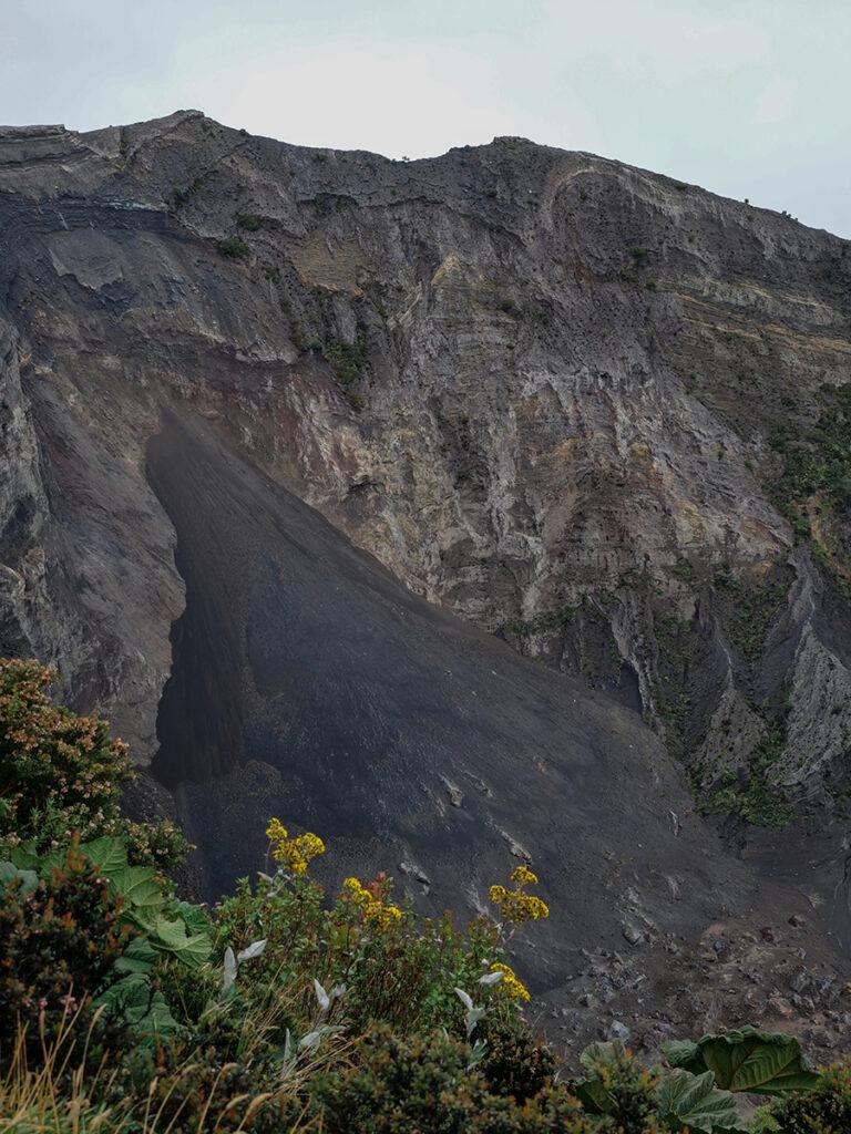 wulkan irazu krater